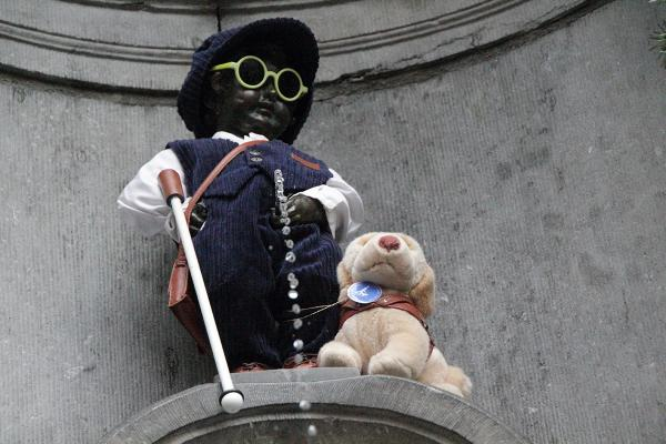 Manneke Pis als Louis Braille